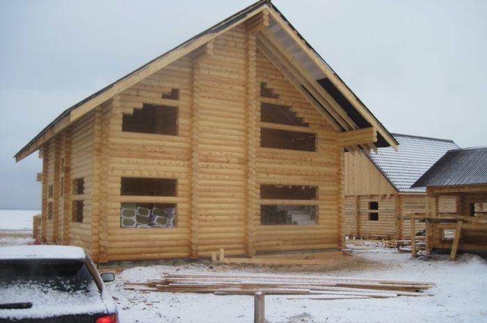 Дом из оцилиндрованного бревна на оз. Беле