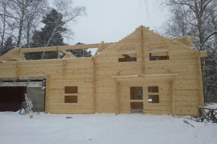 Дом из бруса с бетонным гаражом